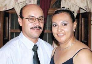 <u><i> 18 de julio </u></i><p>    Victorio Veloz Flores y María Concepción Romero de Veloz festejaron en días pasados su 15 aniversario de matrimonio.