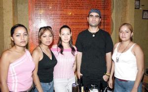 Nadia Rodríguez, Lizeth Rodríguez, Brenda Salas, Carlos Sandoval y Elizabeth Maturino.