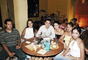 Zinhue Rosas, Carmen Elizondo, Édgar Fabila, Adriana Sandoval, Brenda Anguiano y Vanessa Anguiano.