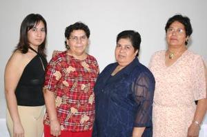 Belem Olgín Amezcua acompañada de Virginia Menchaca, Alma Belem y Anabel, en el convivio que se le ofreció en días pasados por su jubilación.