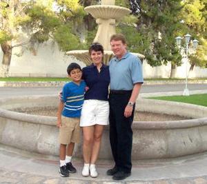 Donald E. Johnson estuvo recientemente en La Laguna, para visitar a su novia Selma  Ahnert García y a Pedrito Izaguirre Ahnert.