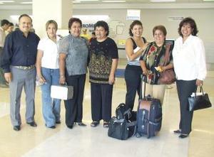 Josefina Zúñiga e Irma Muñoz volaron a Polonia, las despidieron Consuelo, Diana, María Inés, Ignacio y Raúl.