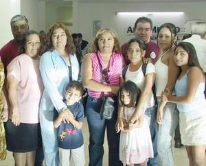 Karin, Joseline, Aylin y Jesús Alejandro Barrera fueron despedidos por la familia Barrera Reyes, antes de viajar a San Diego, Cal.
