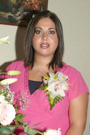 Liz Batarse de Tanues recibió sinceras felicitaciones, en la fiesta de canastilla que le ofrecieron en honor del bebé que espera.