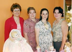 <u><i> 19 de julio </u></i><p>   Valeria Muñoz de García acompañada de Dorina Silveyra, Karina Muñoz de Martínez y María Elena Guerrero de García.