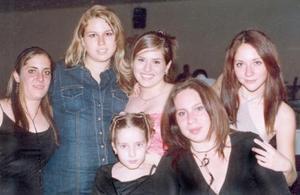 Cecilia Duclad, Mónica Lisette Conte, Carla Calderón Duclaut, Nicole Montes Duclaud, Ana Monsy Montaña Duclaud y Sofía Cervantes Solís.