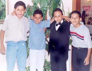 <i><u> 19 de julio </i></u><p>  Los primos Jorge, Pepe, Oscarín y Sergio, en reciente festejo nupcial.
