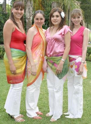 Paola González Valdés acompañada de Brenda de Haro, Lily de Valdez, y Valeria Berlanga, en la despedida de soltera que le ofrecieron por su próximo enlace matrimonial. Berlanga