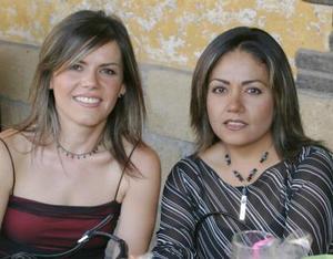 Paty Arreola de Martínez y Silvia Padilla.