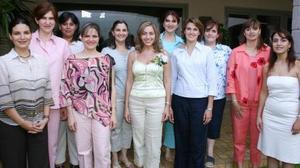 <i><u> 20 de julio</i></u><p>  Scarlett Abularage Zarzar, acompañada de algunas de las asistentes a su despedida de soltera.