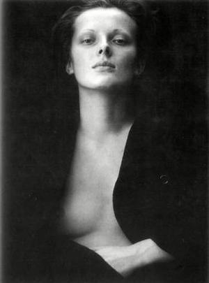 Esta imagen muestra los cambios en la concepción de la estética corporal fuera del morbo y de los prejuicios, fue tomada en 1962 y se titula El portaretrato de Elsa.