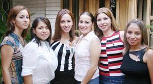 Gloria Amparo Rangel Ruiz, en la despedida de soltera que le organizaron sus amigas Joana López Rojas, Daniela López Márquez, Mariana Ochoa y Claudia Artea.