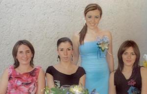 <i><u> 22 de julio</i></u><p>  Montserrat Cassan junto a MAribel de Saldaña, Susana Rentería y Gianela Ortiz Gámez, en su despedida de soltera.