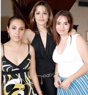 Karla Elizalde, Cristina Martínez y Sofía Rivera, en pasado acto social.
