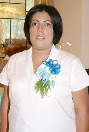 <u><i> 22 de julio </u></i><p>   Flora de Berumen, captada en la fiesta de regalos que le ofrecieron al bebé que espera.