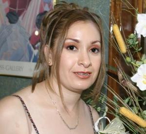 <u><i> 21 de julio </u></i><p>  Norma Angélica Álvarez, captada en la despedida de soltera que le ofrecieron por su próxima boda con Luis Gabriel Gómez Lazalde.