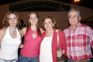 <i><u> 22 de julio</i></u><p>  Véronica y Vanessa Castaños, Patricia Castaños y Manuel Castaños Alvarado
