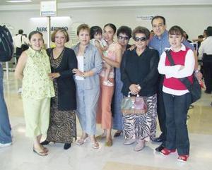 María Teresa Méndez, Italia e Ivonne  Maíz viajaron a California y fueron despedidas por la familia Méndez Escalera.