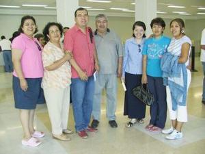 <u><i> 22 de julio</i></u><p>    Óscar Sifuentes viajó a Australia y fue despedido por la familia González Sifuentes