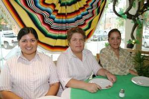 Karla de León, Laura Mijares y Marú García..