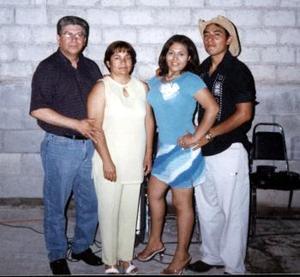 <i><u> 22 de julio</i></u><p>  Mónica Margarita Guerrero y Julio César Gómez Flores fueron festejados con una despedida de solteros, con motivo de su boda que se celebrará el sábado 24 de julio