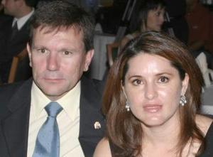 Carlos González y Lucy Cuesta de González.