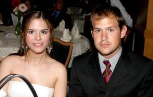 Astrid Ceceña y Ale González.