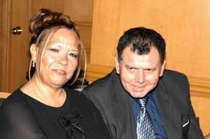 María Luisa deLópez y Casimiro López.