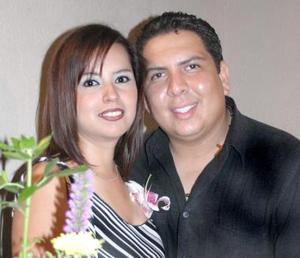 Sandra Ramírez Tovar y Javier Guzmán Meléndez, captados en su despedida de solteros.