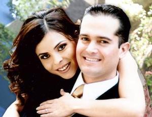 <u><i> 23 de julio </u></i><p>   Sonia acompañada de su prometido Ricardo Fiscal Arcaute.