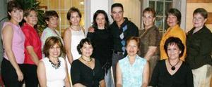 Gloria González y Vicente Ríos Santelices disfrutaron de una despedida de solteros, que les ofrecieron Kristy, Sococrro, Lety, Lupita, Conchis, Tere, LEonor, Alicia e Ileana Santelice.