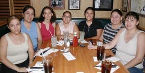 <i><u> 23 de julio</i></u><p>  Luz  Celia de la Fuente, Elayne Vega, Malú Pavón, Rosa Hernández, Jimena Vega, Betty Quezada y Claudia de Lozano.