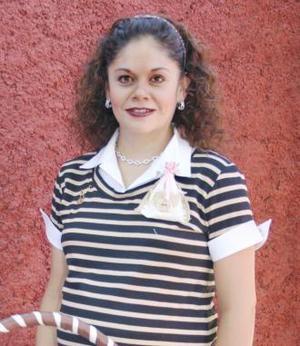 Adriana Soto de Fernández Lafuente recibió sinceras felicictaciones, en la fiesta de regalos que le ofrecieron en días pasados.