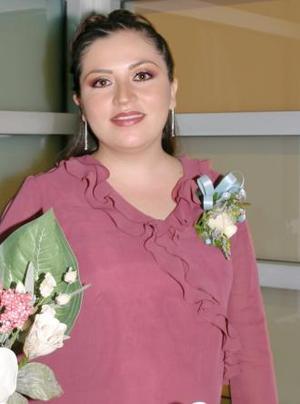 Alejandra Mogoñon de De Aguinaga recibió sinceras felicitaciones, en la fiesta de regalos que se le ofreció en días pasados.