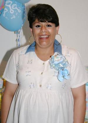 Elsa aurora Rodríguez, captada en la fiesta de regalos que se le ofreció al bebé que espera.