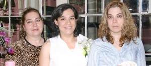 Griselda Ivett Aguilar Silveyra en compañía de Sara Silveyra de Aguilar y Érik Aguilar Silveyra, en su fiesta de canastilla.