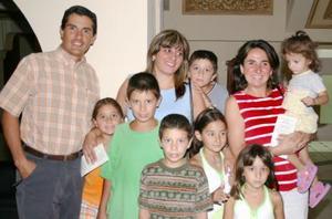 Las familias canales y Saldaña, durante un recital de música en el Teatro Isauro Martínez.