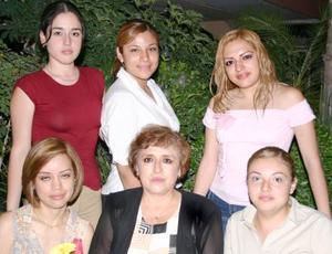<i><u> 24 de julio</i></u><p>  Neima Salazar, Nancy Aparicio, Lourdes Silva, Jatziri Ávila, Gloria Chávez y Ruri Marrero.