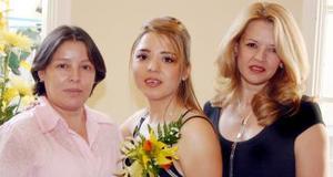 <u><i> 24 de julio </u></i><p>  Kathia Lizzette Santiago González acompañada de Lizzoolly y Lorena González Torres, en su despedida de soltera.