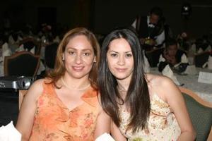 Alicia Sofía Ganem y Carmen Macías de Galván.