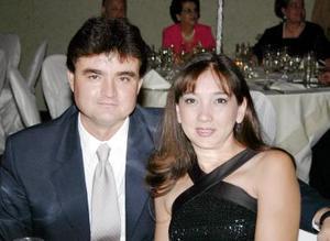 Enrique Cruz y Sara de Cruz.