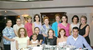 Ana Lucía Salas de Palazuelos cumplió 80 años de vida y lo festejó con agradable convivio, en compañía de sus familiares y amistades.