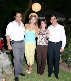 Ramón Franco González y Scarlett Abularach Zarzar disfrutaron de una despedida de solteros, que les ofrecieron sus amigos Nessim Issa y Nancy Perella.