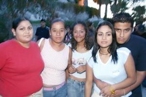 Sabrina Jaritas, Sharis Sánchez, Serena Jaritas y Carlos Saldaña.