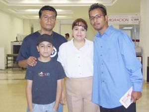 Ramón Gutiérrez viajó a la ciudad de Tijuana, lo despidieron José Martínez, Édgar Martínez y Amada Tizcareño.