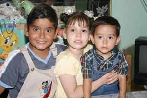 Joselin Rodríguez acompañada de sus amiguitos, en la fiesta que se le ofreció por su cumpleaños