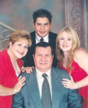 <i><u> 24 de julio</i></u><p>  Sr. Rubén Guzmán Torres, celebró recientemente sus 50 años de  vida, con un agradable festejo en conocido hotel de la ciudad de Parras de la Fuente Coahuila..