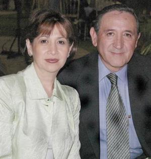 Ángeles de De Lara y Jesús Lara.