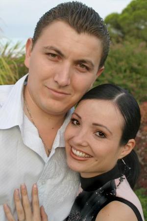 José Juan Ortiz Villarreal y Victoria Carrión Castro, en una de las despedidas de solteros que les ofrecieron un día antes de su boda.