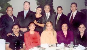 Ana Patricia de Sánchez, Raúl Salas, Alejandro Reynosos, Luis Carlos, Salvador Sánchez, Verónica de Salas, Teresa Llorens, Laura Jaramillo, Julieta de Sánchez y Toni Russek.